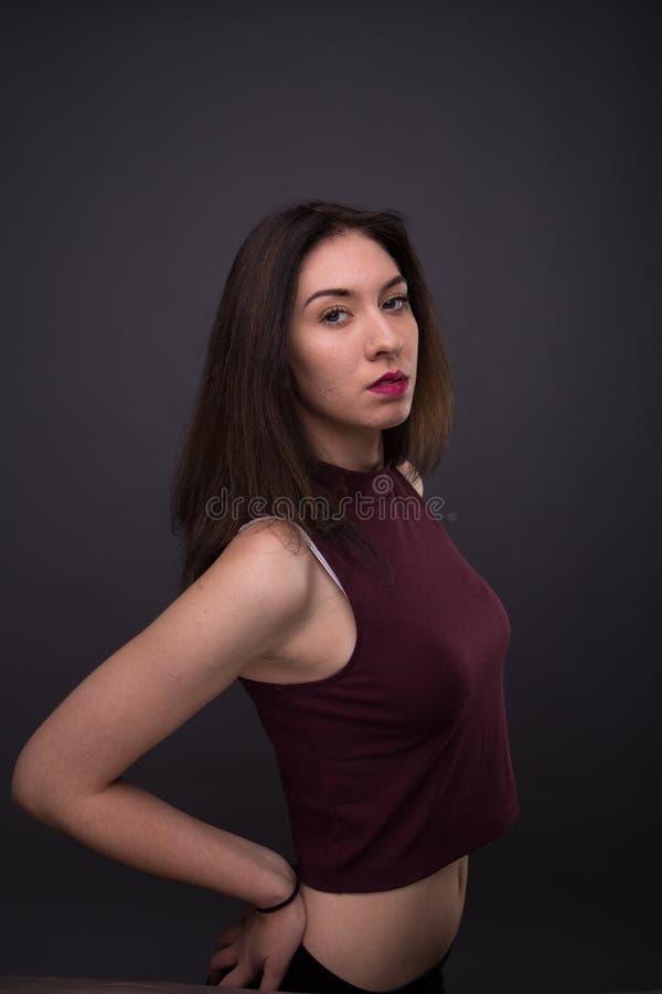 Älskvärd flicka för stående i studion royaltyfri fotografi