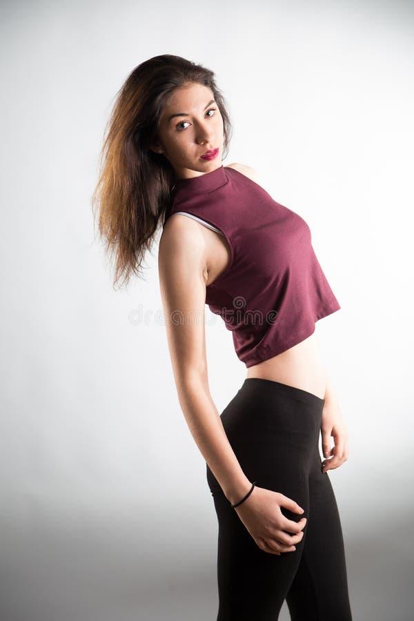 Älskvärd flicka för stående i studion fotografering för bildbyråer