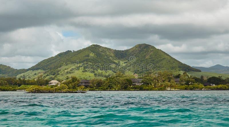 Älskvärd sikt av bergen och kullarna från havet royaltyfria bilder