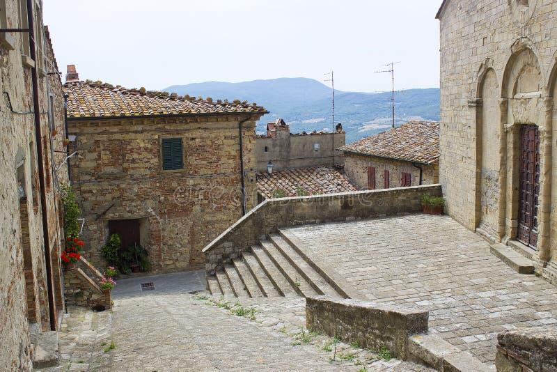 Älskvärd tuscan gata - Radda i Chianti royaltyfri foto