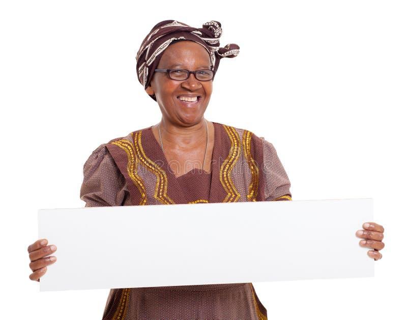 Ältere afrikanische Frauenfahne lizenzfreie stockbilder