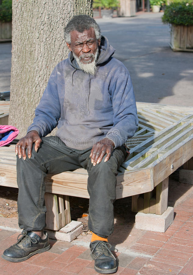 Ältere Afroamerikanerobdachlose bemannen stockbilder