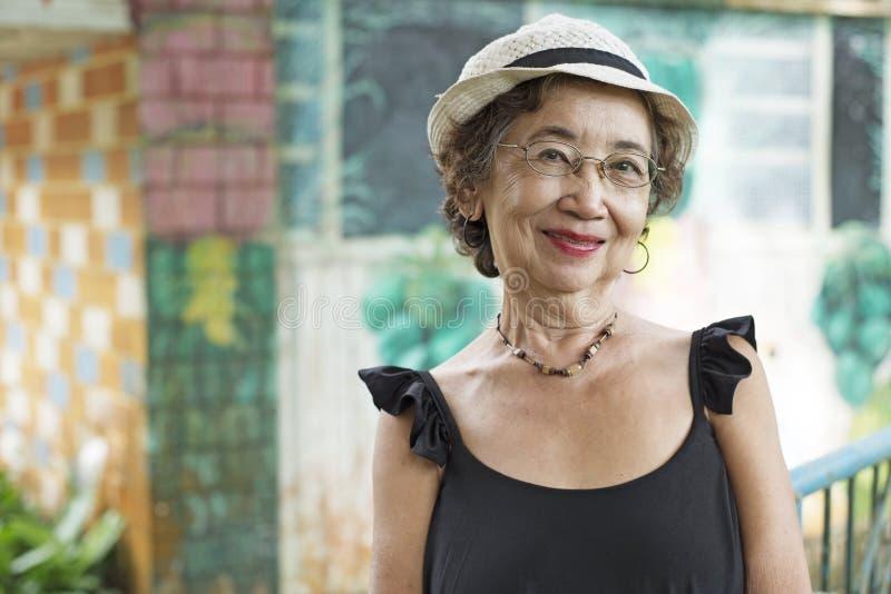 Ältere asiatische Frau stockfotografie