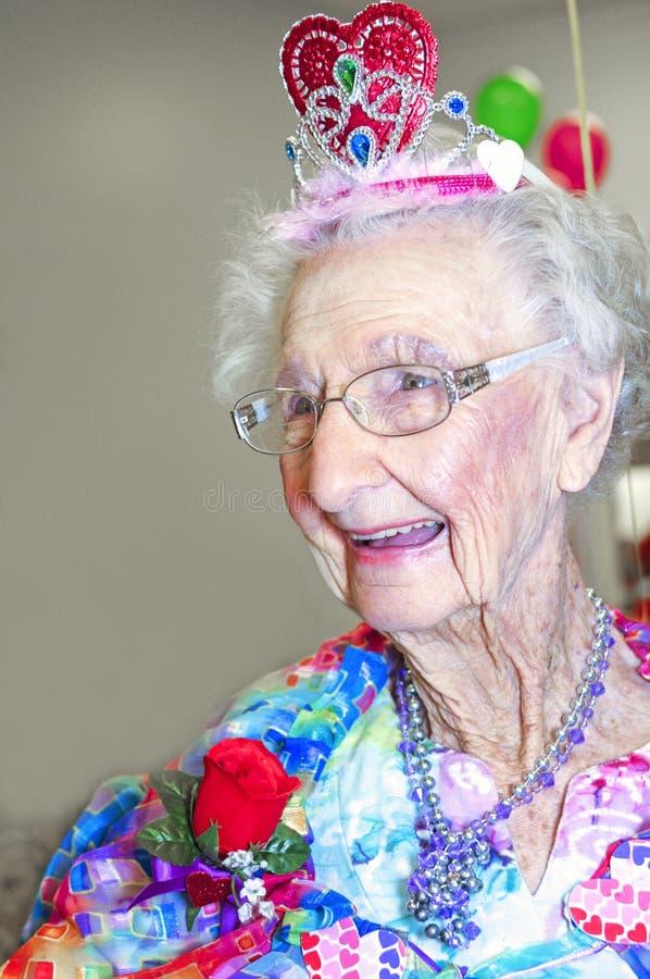 Ältere Dame gekrönte Königin lizenzfreie stockbilder