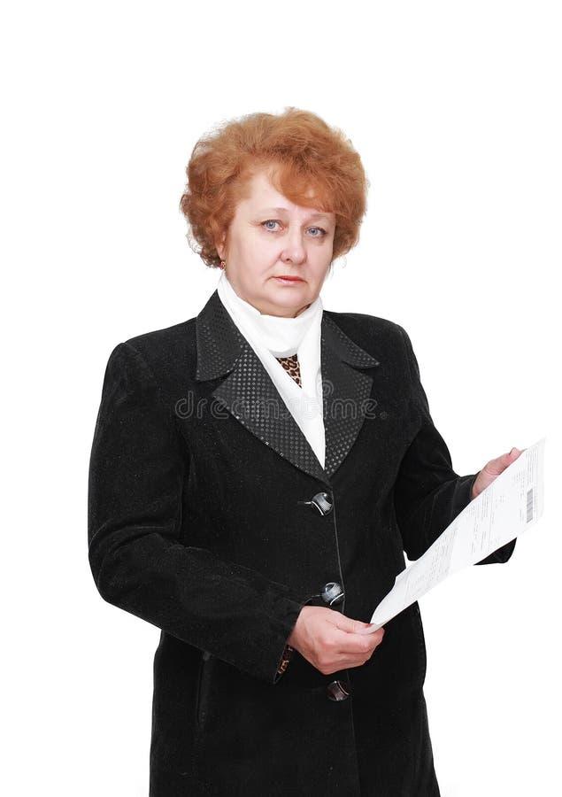 Ältere Dame mit apartament Mietrechnung. Getrennt. stockfoto