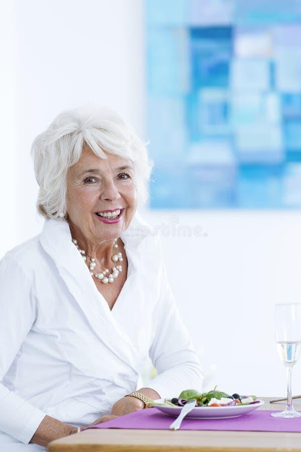 Ältere elegante Frau stockbilder
