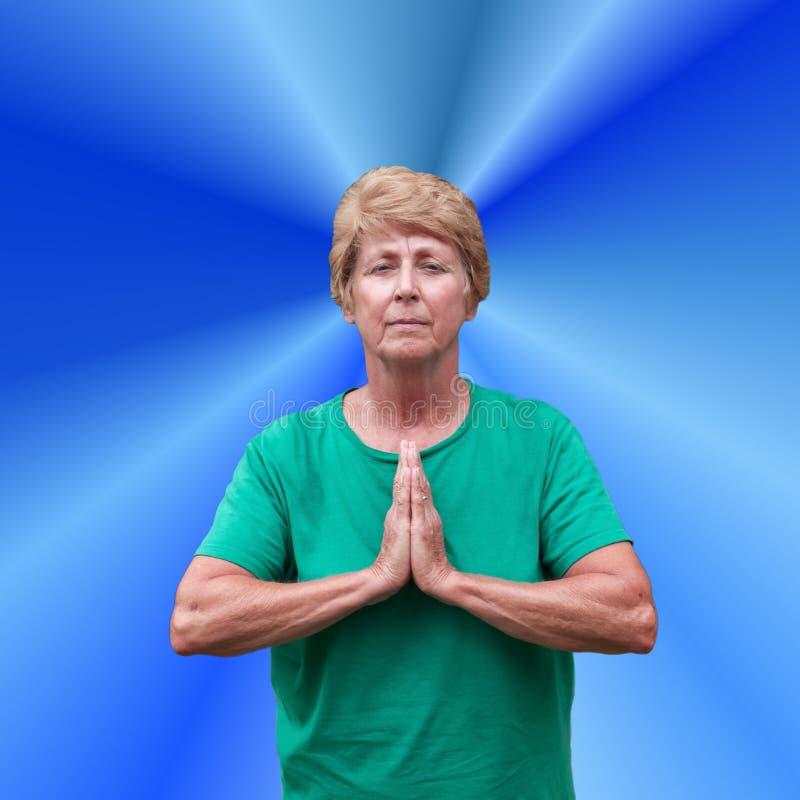 Ältere fällige Frauen-geistiges Geistigkeit-Gebet lizenzfreie stockbilder