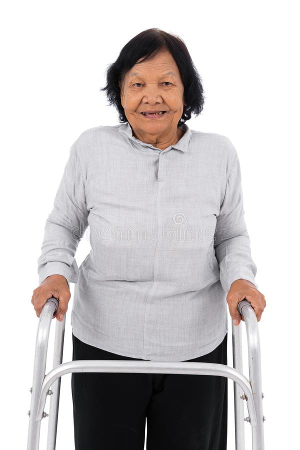 Ältere Frau, die den Wanderer lokalisiert auf weißem Hintergrund verwendet lizenzfreies stockfoto