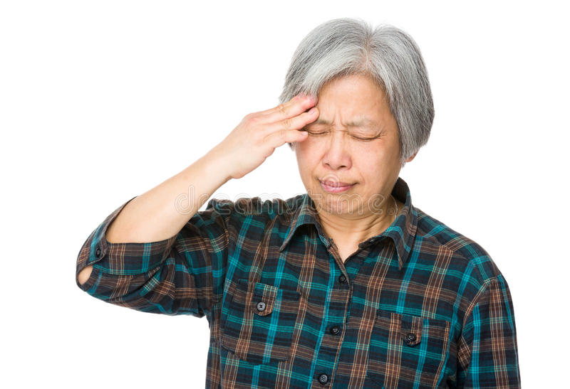 Ältere Frau leiden unter Kopfschmerzen stockfotos