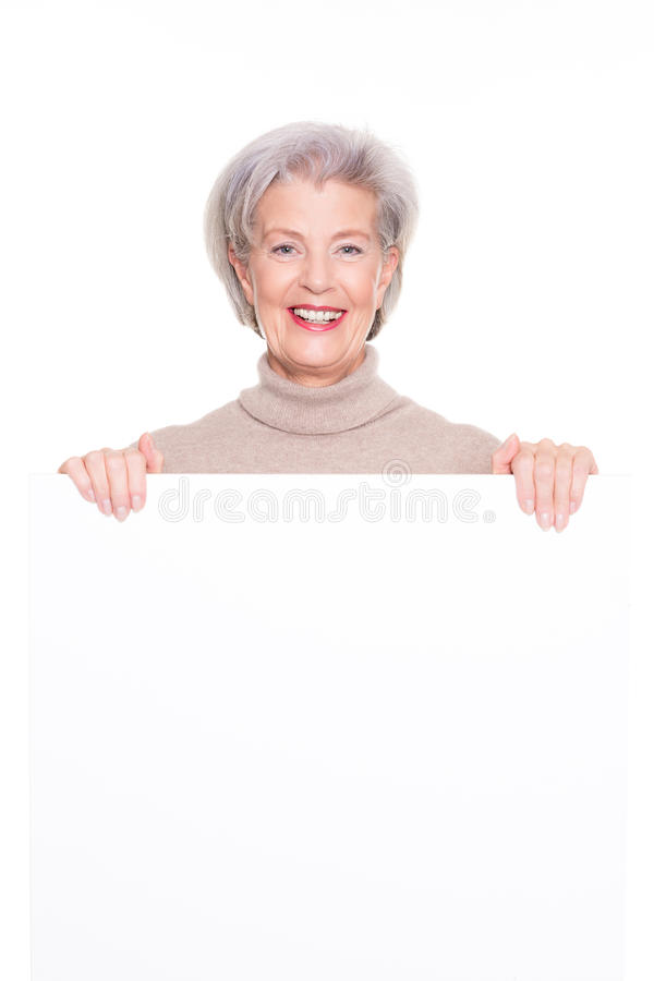 Ältere Frau mit unbelegtem Zeichen stockfotos