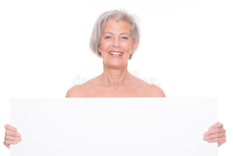 Ältere Frau mit Zeichen stockfoto
