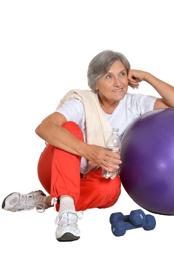 Ältere Frau nachdem dem Trainieren stockbilder