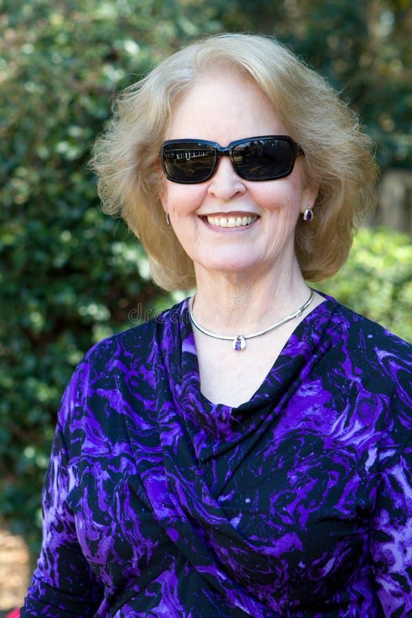Ältere Frauen-Sonnenbrille stockbild
