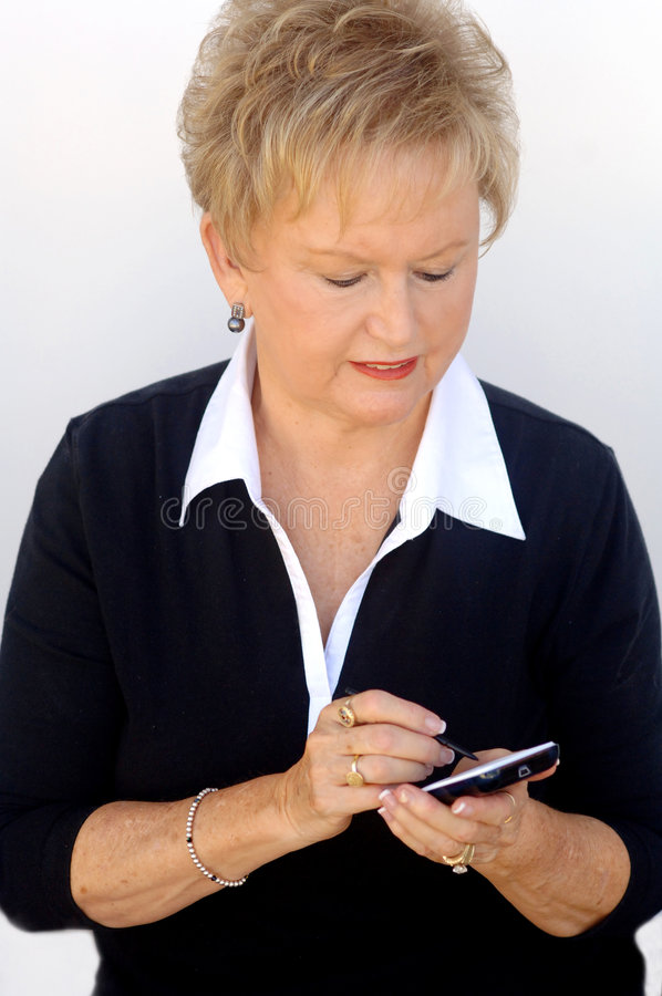 Ältere Geschäftsfrau mit Organisator stockbilder
