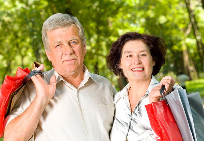 Ältere glückliche Paare lizenzfreie stockbilder