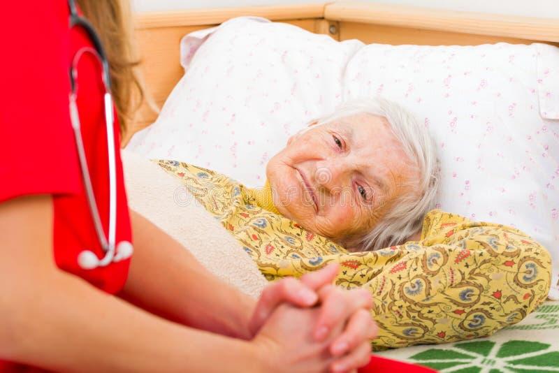 Ältere häusliche Pflege lizenzfreies stockfoto