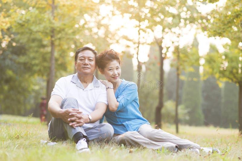 Ältere Paar-Porträt im Freien lizenzfreie stockfotos
