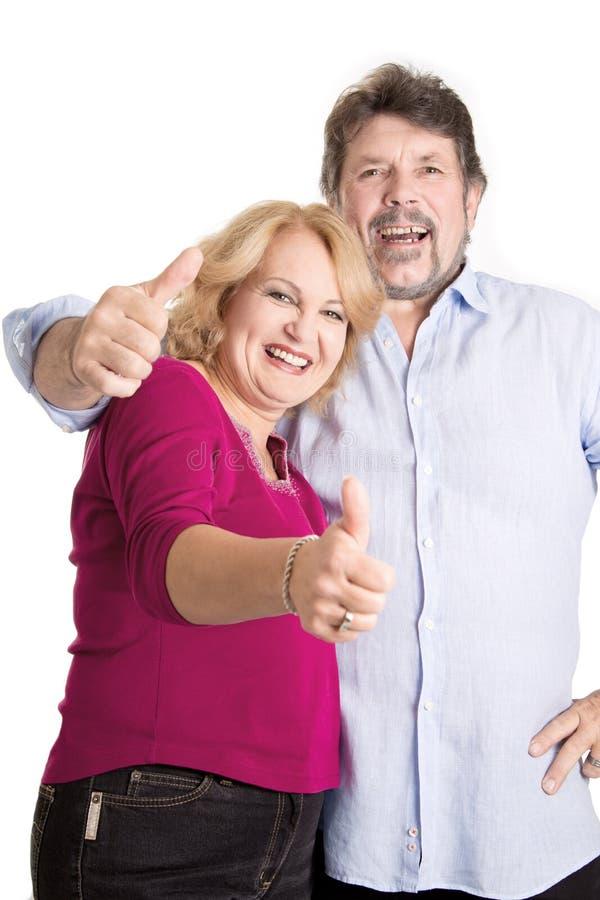 Ältere Paardaumen oben - Mann und Frau lokalisiert auf weißem backgr lizenzfreies stockfoto