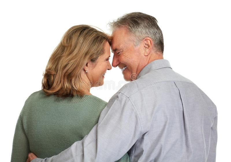 Ältere Paare, die sich schauen stockfotografie