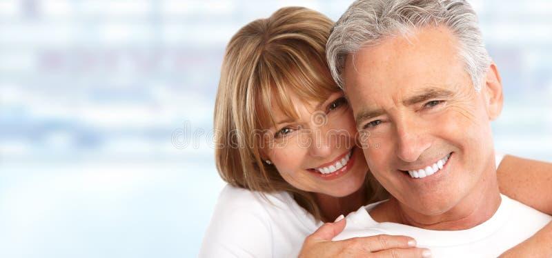Ältere Paare mit den weißen Zähnen stockfotos