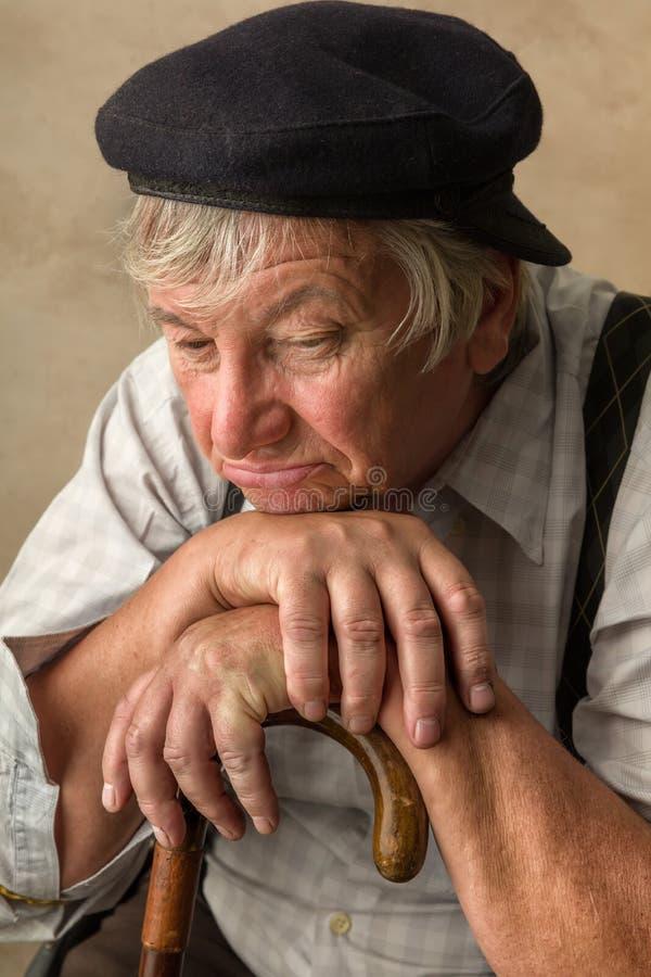 Ältere Personen mit Stock stockfotografie