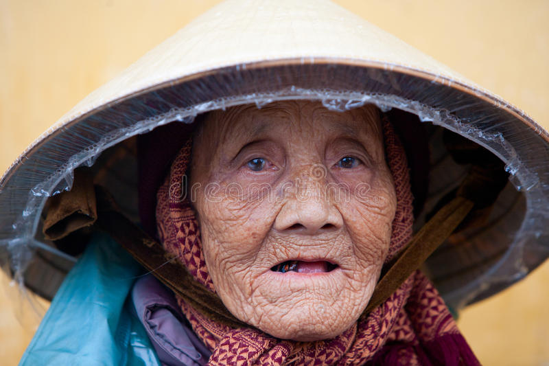 Ältere vietnamesische Frau stockbilder