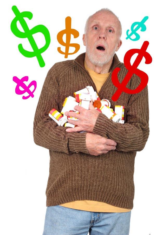 Älterer Bürger überwältigt durch die Kosten seiner Medizin stockfotografie