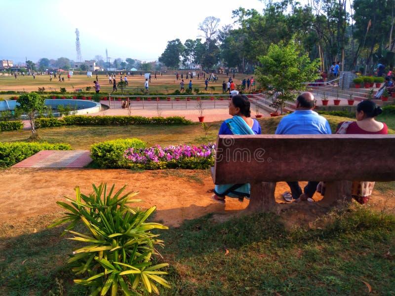 Älterer Bürger in einem Park stockbilder