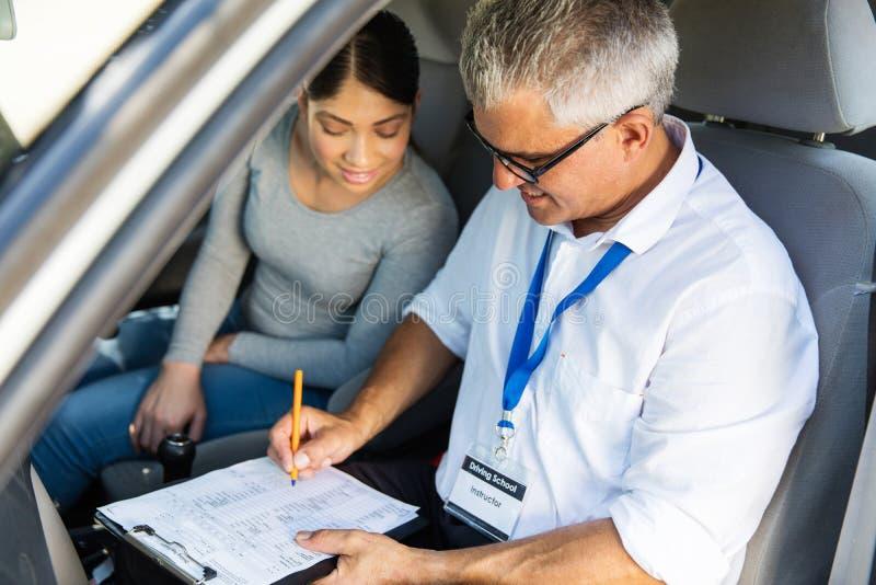 Älterer Fahrlehrer lizenzfreie stockbilder