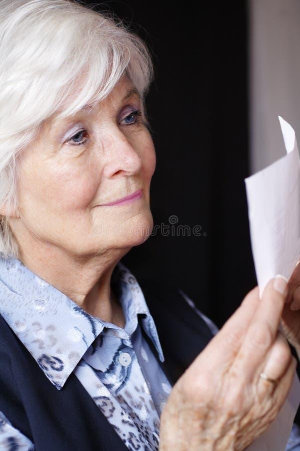 Älterer Frauenmesswert stockfotografie