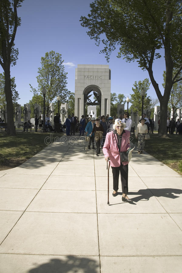 Älterer Frauenveteran lizenzfreies stockfoto