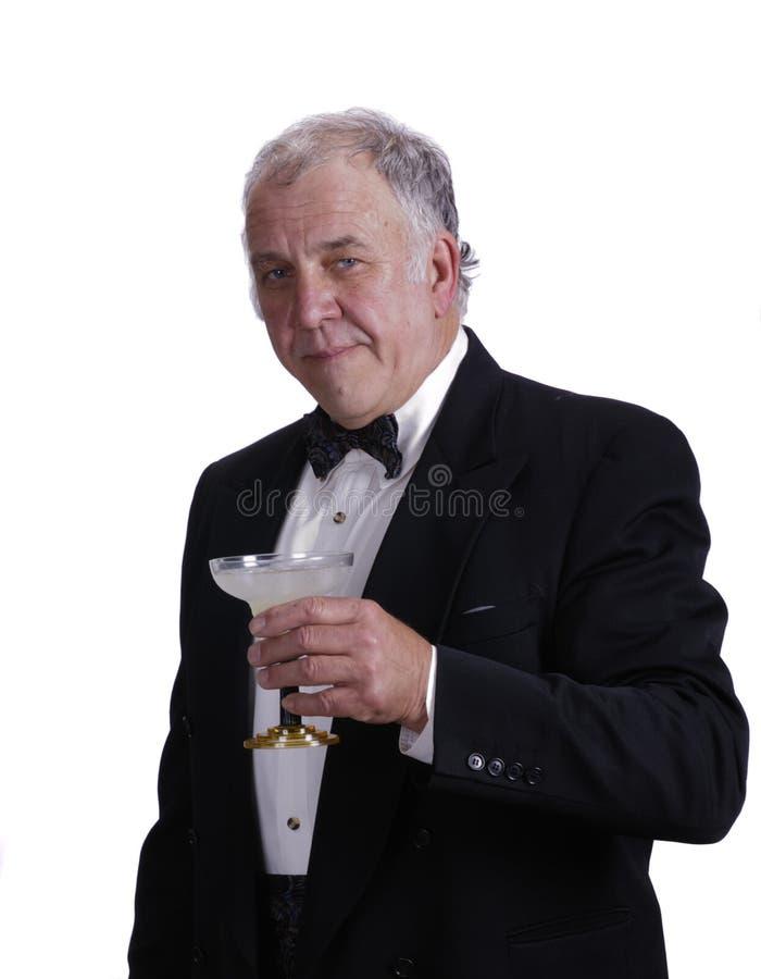 Älterer Geschäftsmann, der ein magarita genießt lizenzfreie stockbilder