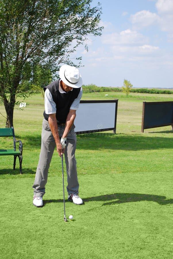 Älterer Golfspieler stockbild