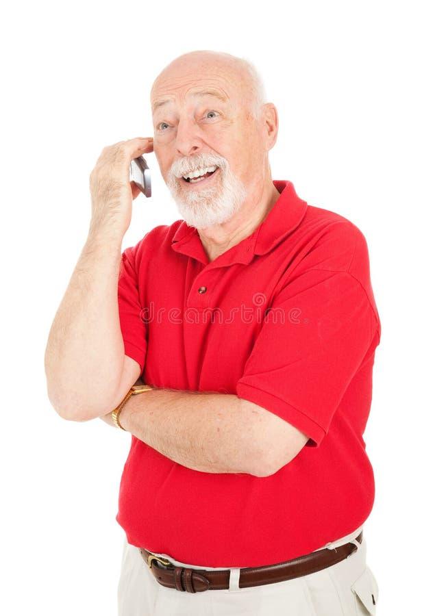 Älterer Mann - auf Mobiltelefon stockbild