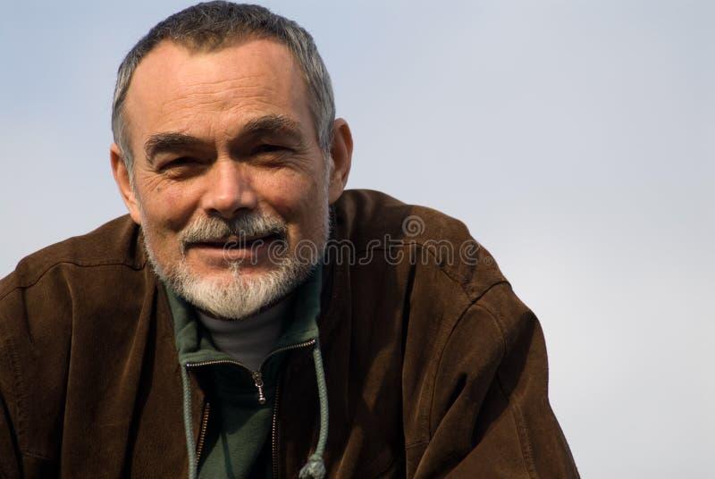 Älterer Mann in der Jacke lizenzfreie stockbilder