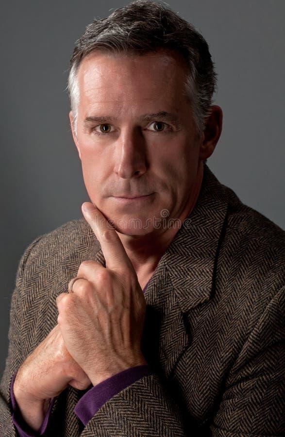 Älterer Mann in der Tweedjacke stockfotografie