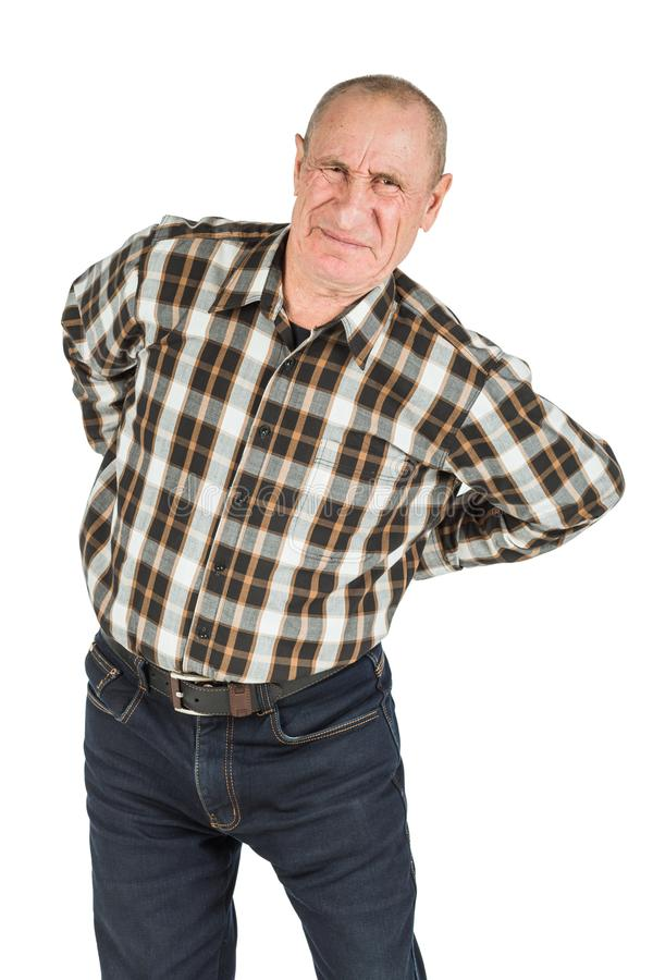 älterer Mann mit Rückenschmerzen auf einem weißen Hintergrund stockbild