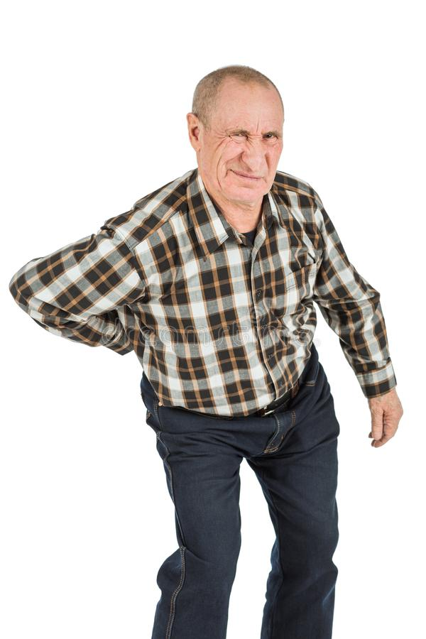älterer Mann mit Rückenschmerzen auf einem weißen Hintergrund lizenzfreie stockbilder