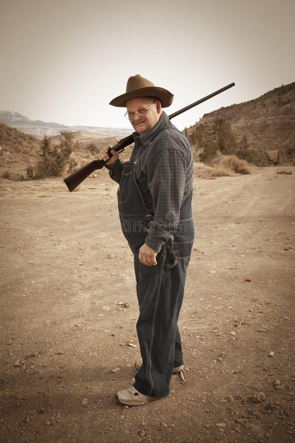 Älterer Mann mit Schrotflinte stockfotografie