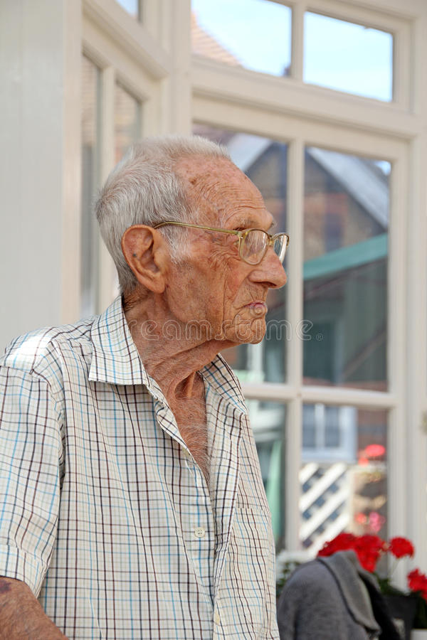 Älterer Pensionärmann lizenzfreies stockbild