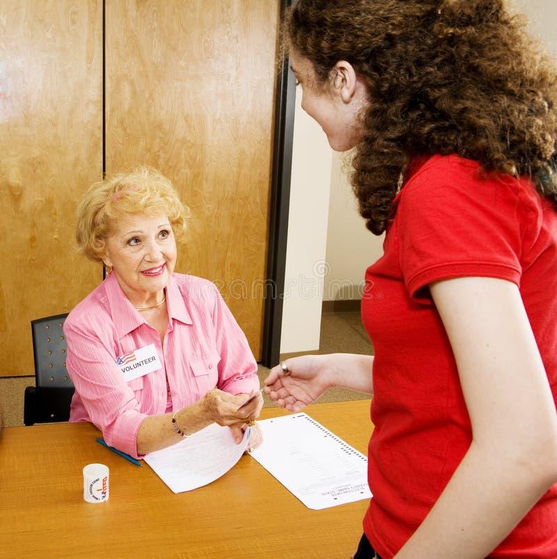 Älterer Wahl-Freiwilliger lizenzfreies stockfoto