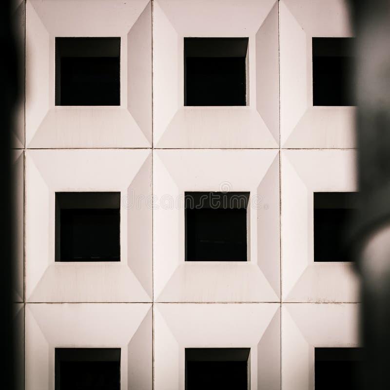 Älterer Wohngebäuderaumsummer stockbild