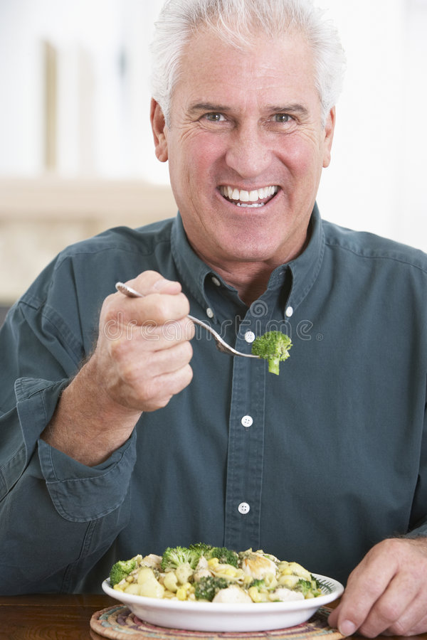 Älteres Fleisch fressendes eine gesunde Mahlzeit stockfotos