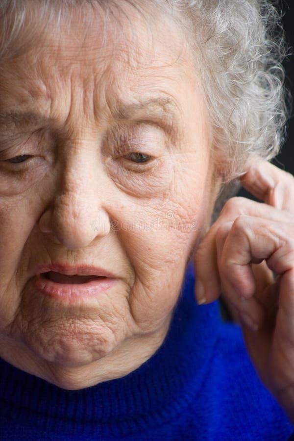 Älteres Frauen-Denken stockbilder