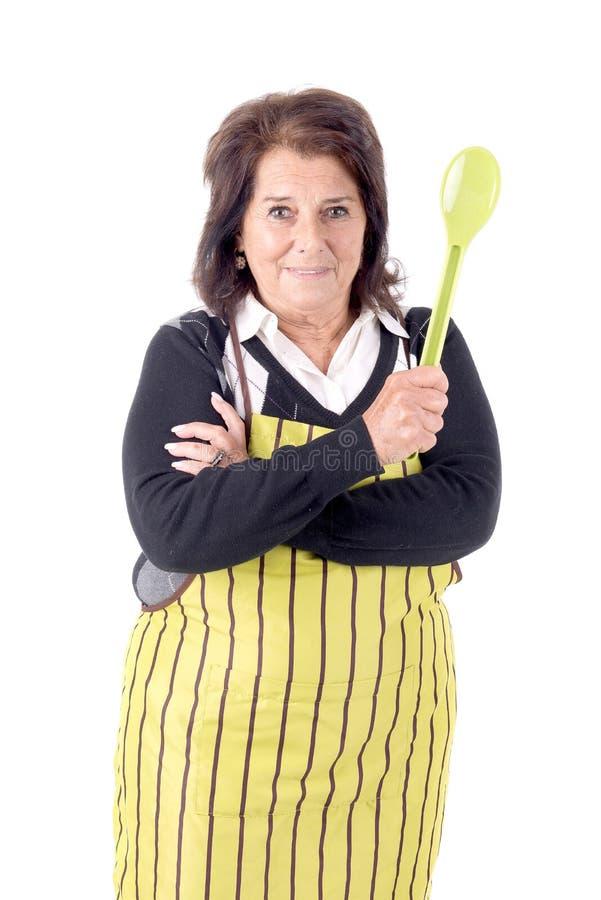 Älteres Frauenkochen stockbilder