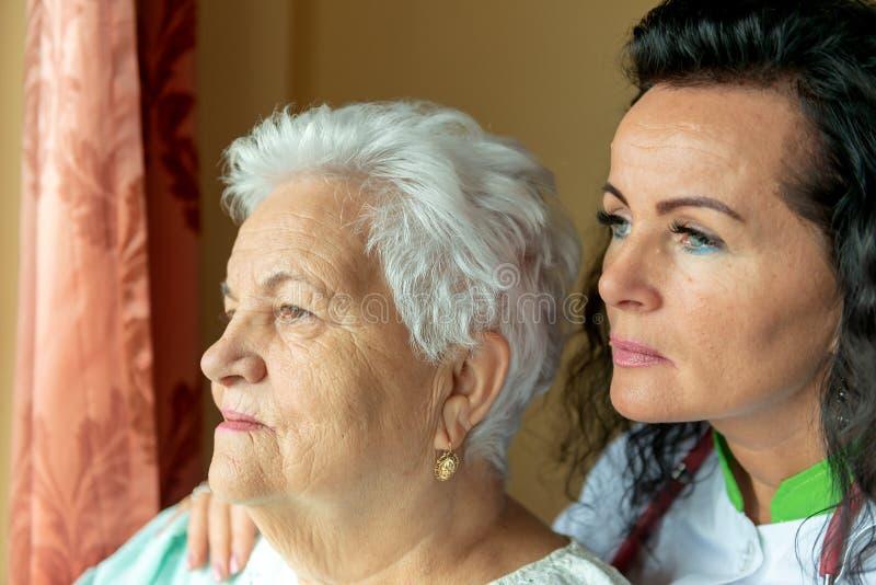 Älteres Frauenporträt surnrise stockfotografie