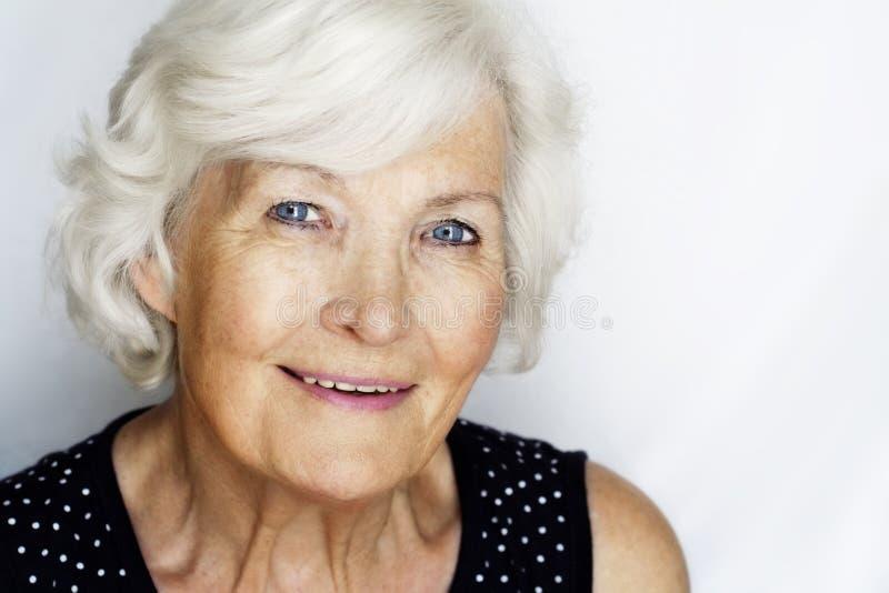 Älteres Frauenportrait lizenzfreie stockbilder
