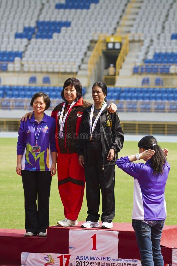 Download Älteres Leichtathletikspiel Redaktionelles Foto - Bild von tätigkeit, ermittlung: 27730506
