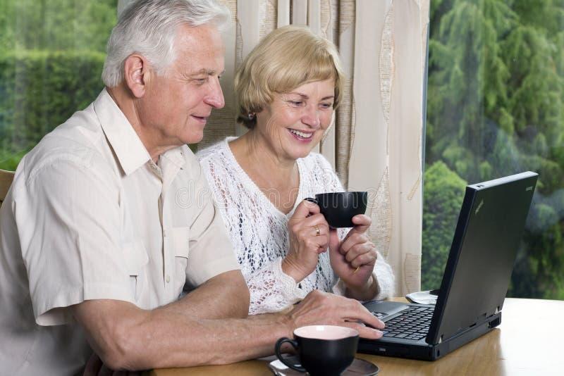 Älteres Paare â 42 Jahre in der Liebe lizenzfreie stockfotos