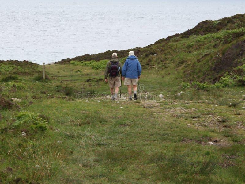 Älteres Paargehen lizenzfreies stockfoto